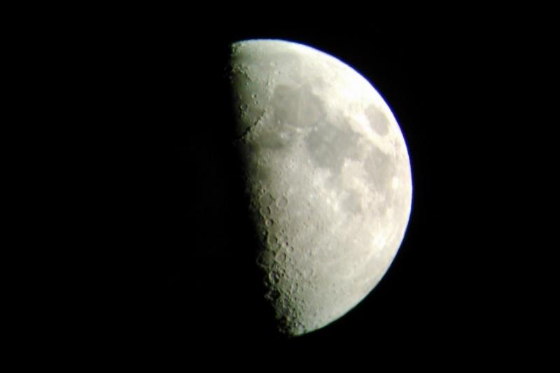 Luna skozi domači teleskop
